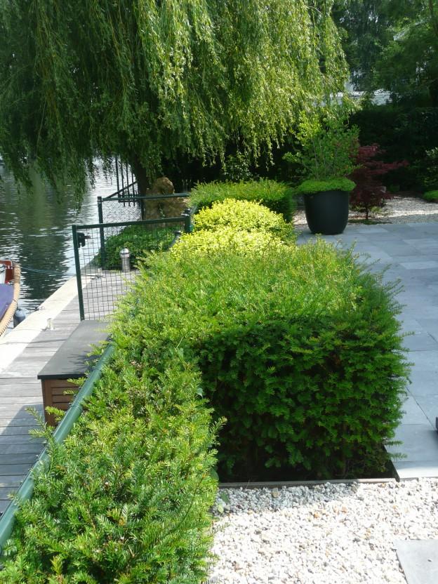 moderne tuin aan het water. 1   PG