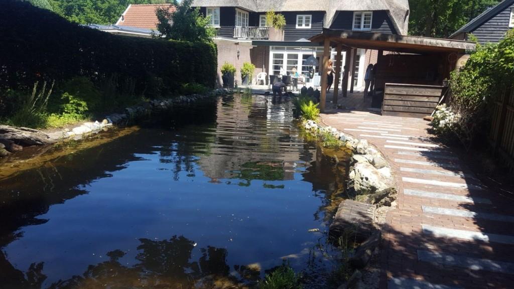 Natuurvijver en huisje in Soesterberg 7
